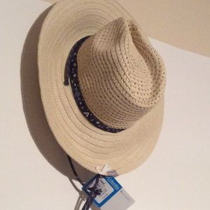 NWT Columbia Hat Size S/M Woman